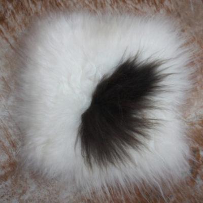 Schapenvachtje/stoelpad van 45 x 45 cm in off-white/bruin