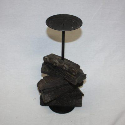 Kaarsenstandaard gemaakt van oude textiel stempels